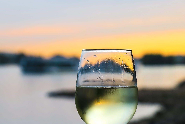 Na kojoj temperaturi poslužiti bijelo vino?